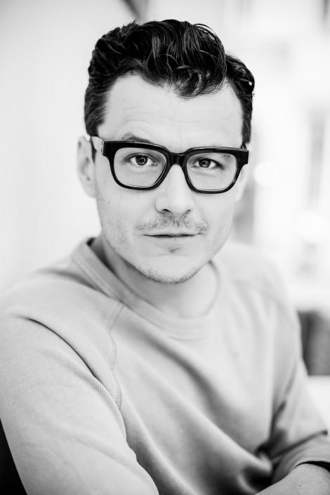 Portraitserie Manuel Rubey by Miriam Primik