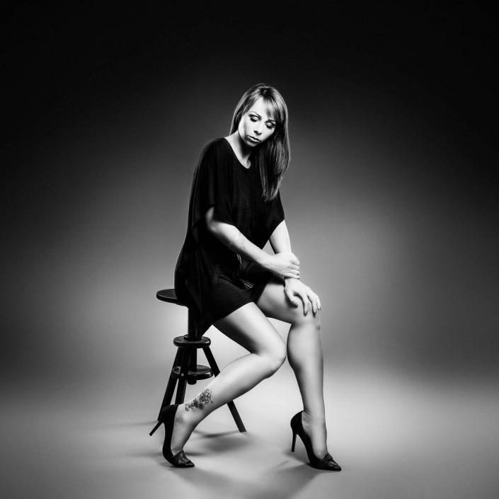Sabrina Sammer-Koschak sinnlich sitzend
