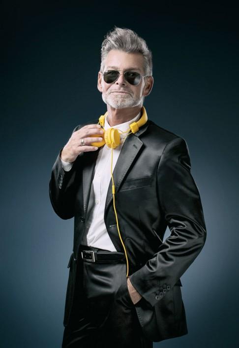 Gebhard Lichtenegger cool mit gelben Beats