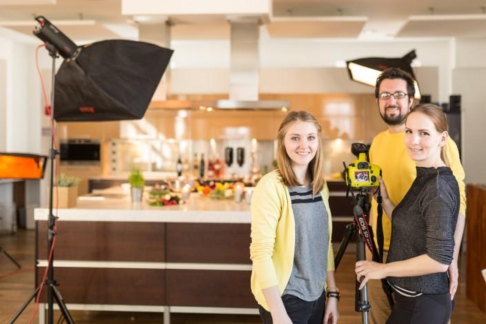 Lena Auer, Manuel Mörth und Miriam Primik beim Fotoshooting für das Markovec Haus