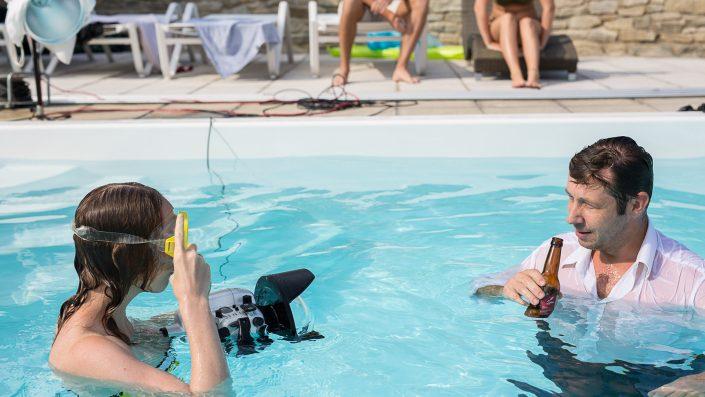 Miriam Primik und Harry Kofler in Pool